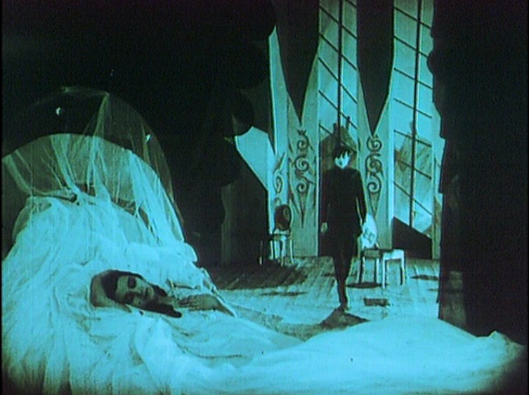 cabinet-of-dr-caligari bedroom